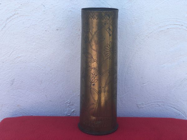 British 18 pounder brass shell case trench art scratched souvenir with flags and design in very nice condition dated 1916 found on the Somme battlefield of 1916-1918