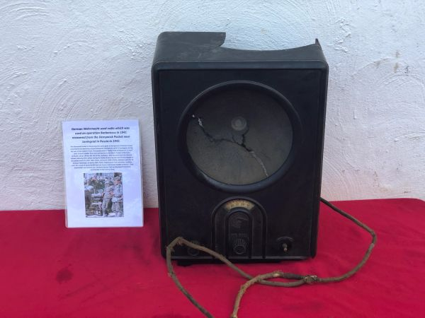 Rare German Wehrmacht used bakerlite cased radio civilian type used for listening to normal radio stations this one would have been used by the soldiers at the front recovered from the Demyansk Pocket near Leningrad in Russia 1941-1942