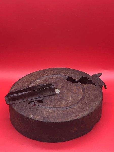 Russian Degtyaryov or DP27 light machine gun magazine bottom section nice cleaned relic used mounted onto tanks and armoured vehicles used by the 3rd shock Army DP27 machine gun recovered from the battle of Berlin in April 1945