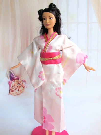 Diverse Barbie Robe-Japanese Kimono-Belt-Slippers-Earrings