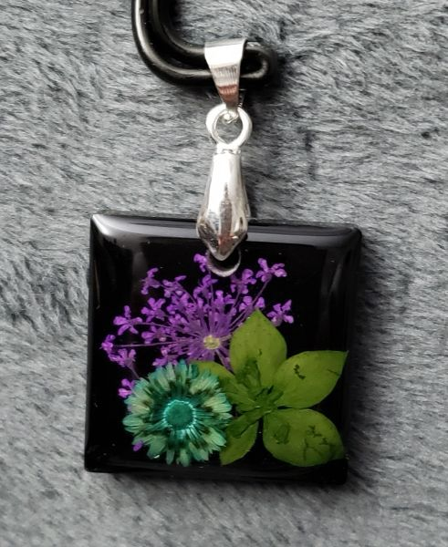Resin flower pendant 1