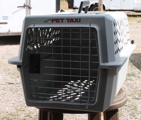 Grey PetMate Pet Taxi / Carrier / Kennel-MEDIUM