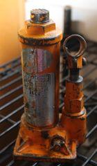 Fleetwood 1 1/2-2 ton Hydraulic Bottle Jack
