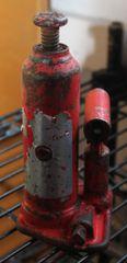 Red 2 ton Hydraulic Bottle Jack
