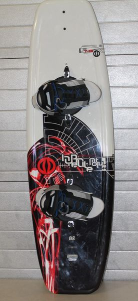 Hyperlite Motive 140 Bio 2 Core Wakeboard With Boots And Bindings