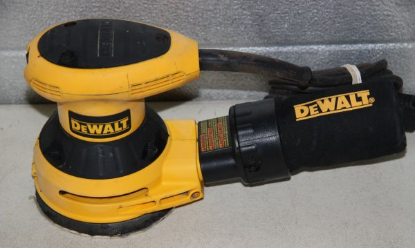 DeWalt D26451 Random Orbit Palm Sander w/ Bag