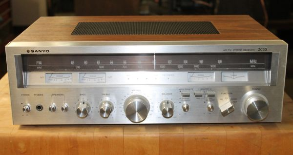 Vintage Sanyo Silver Face AM/FM 2 Channel Stereo Receiver
