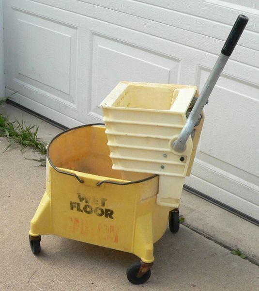 Commercial Mop Bucket w/ Mop Wringer