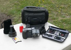 Nikon Coolpix 990 w/ Swivel Lens and Accessories 3.34mp