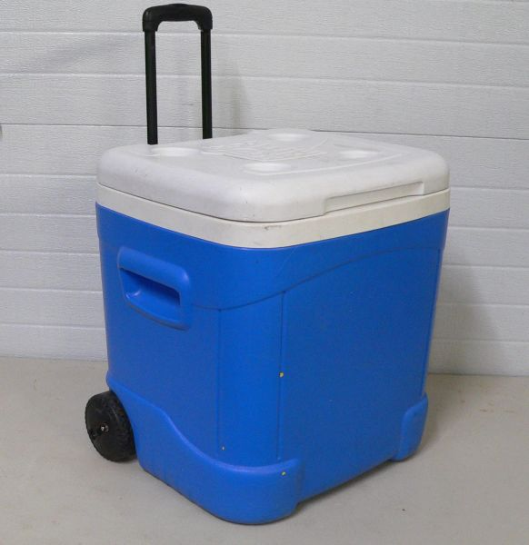 Igloo 60qt Ice Cube Cooler/Ice Chest with Wheels and Pull Up Handle