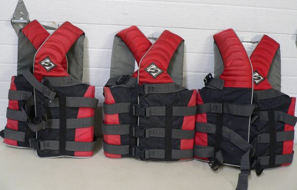 Stearns Wave Breaker Water Ski Vests