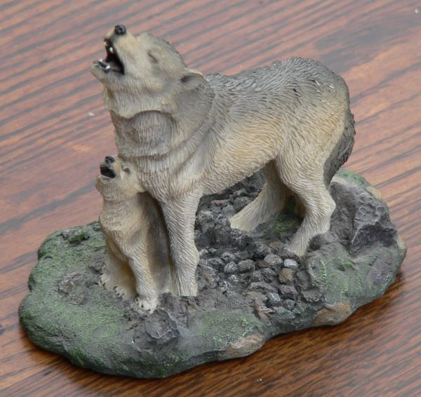 Living Stone Mama Wolf and Cub Howling Figurine