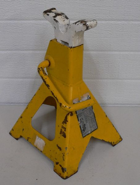 1 ONLY 3 Ton Yellow Jack Stand