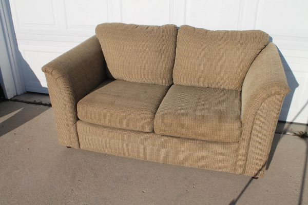 Simmons 2 Cushion Love Seat