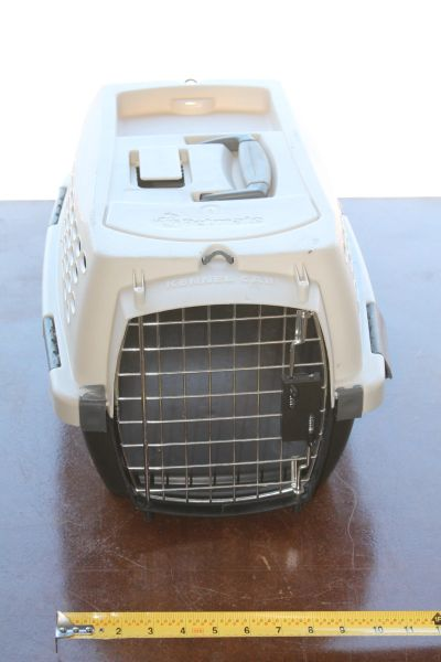 Small Size Petmate Animal Carrier/ Kennel
