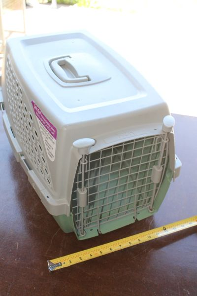 Medium Size Animal Carry Kennel/ Crate