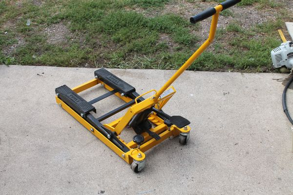 Central Hydraulics ATV/Motorcycle Lift/Jack
