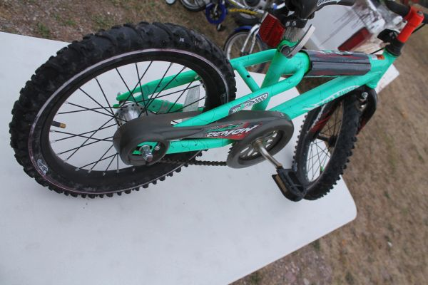 "Hot Wheels ""Speed Demon"" 16'' Kids Bike"