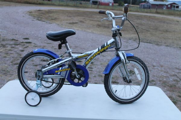 "Schwinn "" Trasher"" !6'' Bicycle/Bike With Training Wheels"