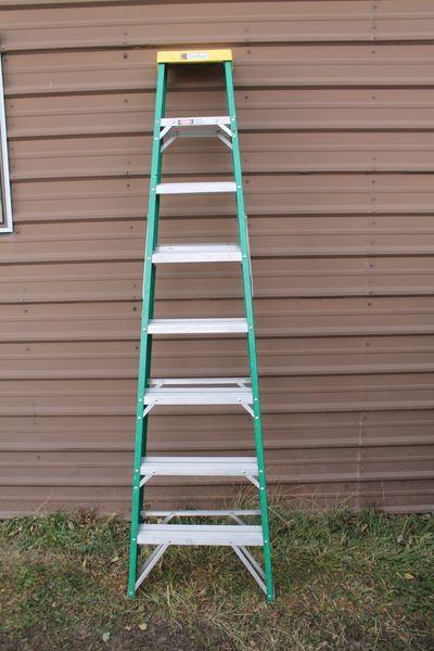 Davidson 8' Non-Conductive Fiberglass Step Ladder