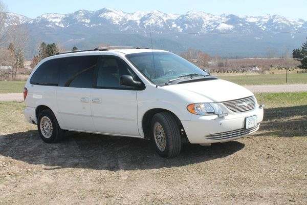 02 Chrysler Town And Country 7 Passenger Mini Van