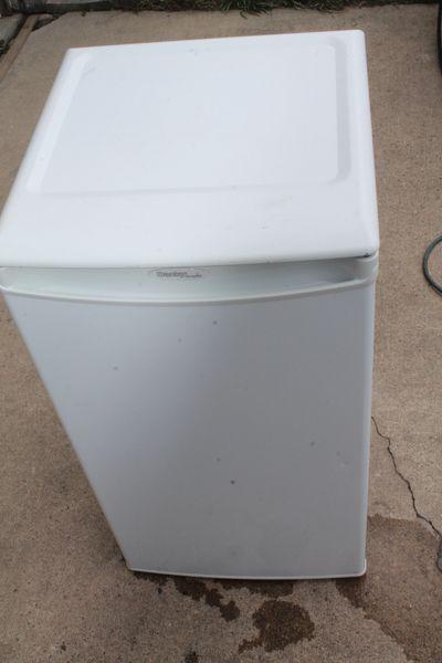 Danby Designer Apt Size Refrigerator