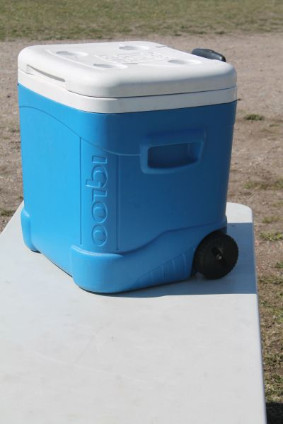 Igloo Cooler With Wheels And Pull Up Handle