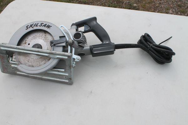Skilsaw 7 1/4'' Worm Drive Saw