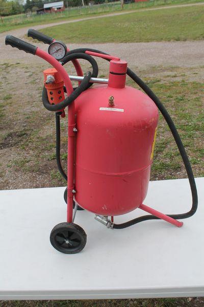 Central Pneumatic 40 Lb. Pressurized Sandblaster