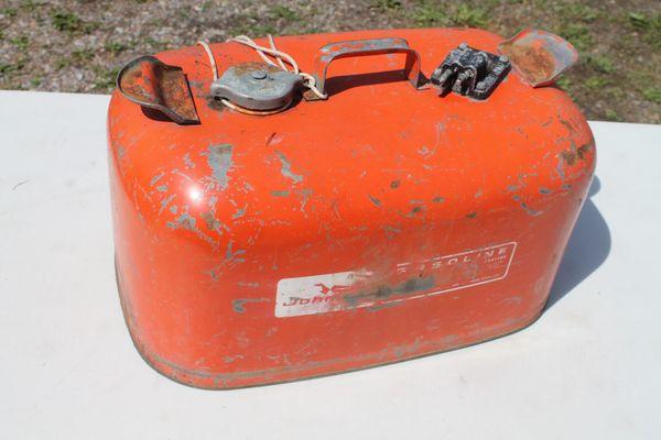 Johnson 6 Gallon Boat Gas Tank.( Inside Needs Cleaned )