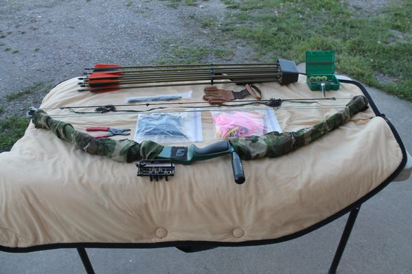 Bear Pro Line Grizzly Compound Bow With Accessories And Camo Case