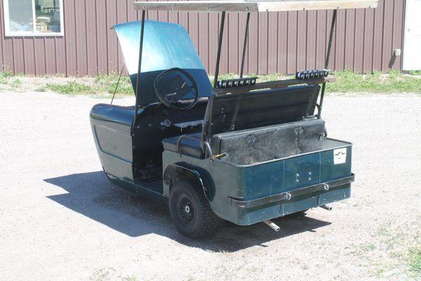 Cushman Customized 3 Wheel Golf Cart