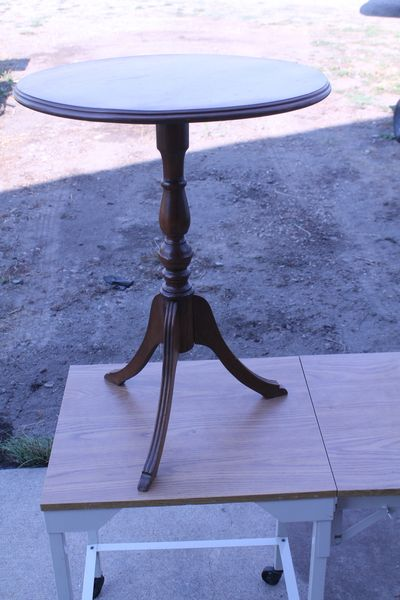 20'' Round Dark Wood Occasional Table