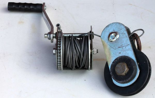 DL600 1B Winch (Boat?) w/ Cable
