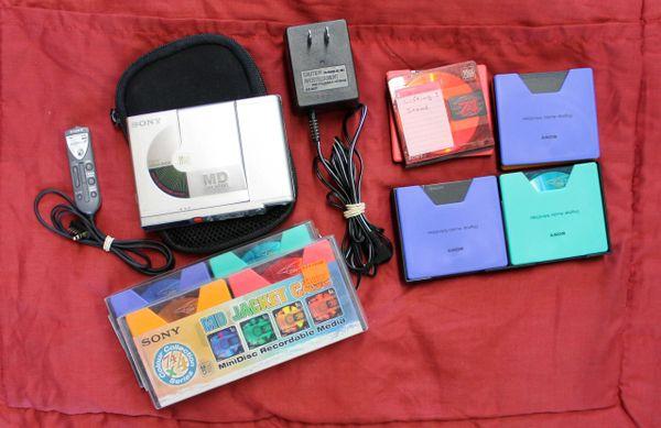 Sony Digital Mini Disc (MD) Walkman Recorder MZ-R37 w/ Case and Minidiscs