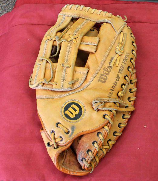 "Wilson ''The Big Scoop'' A9884 RHT First Base 13"" Softball Leather Glove Mitt"