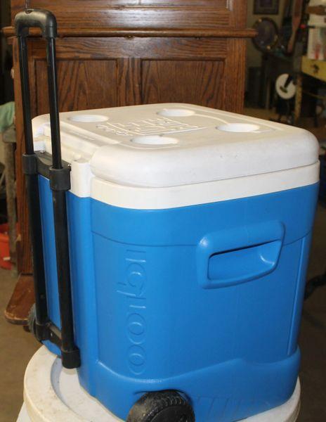 IGLOO 60 QT.Ice Cube Cooler Handle & Wheels