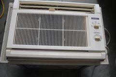 Quasar #HQ2121MP 10,500 BTU Air Conditioner