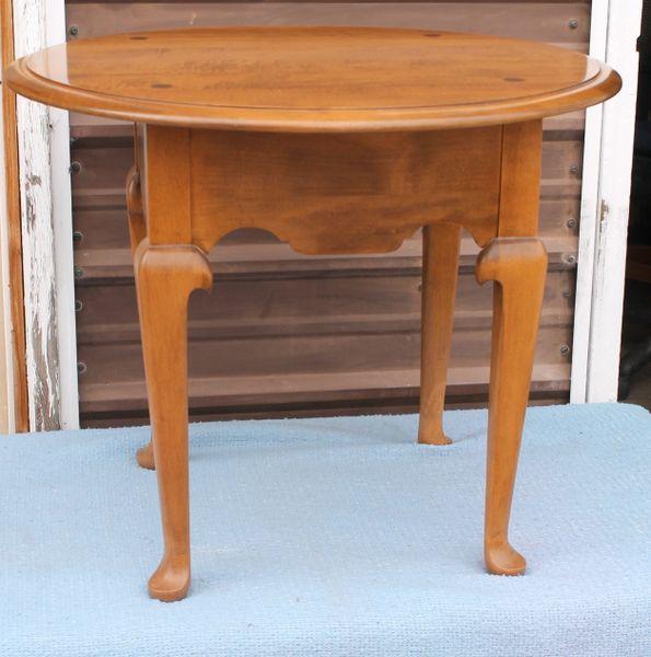 Ethan Allen Round Lamp End Table Heirloom Nutmeg Maple