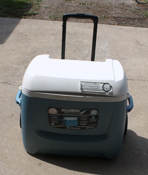 Igloo MaxCool Premium Cooler / Ice Chest