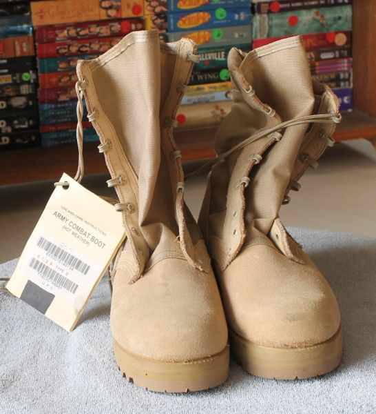 Army Combat Boot-(Hot Weather) Tan-8 1/2 R LIKE NEW