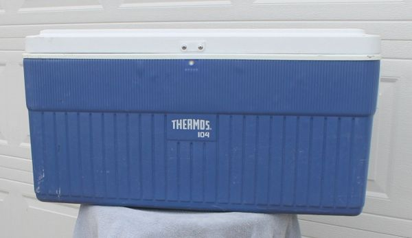 Large Thermos 104 Qt. Blue and White Cooler / Ice Chest