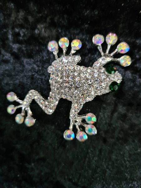 Sparkly frog brooch