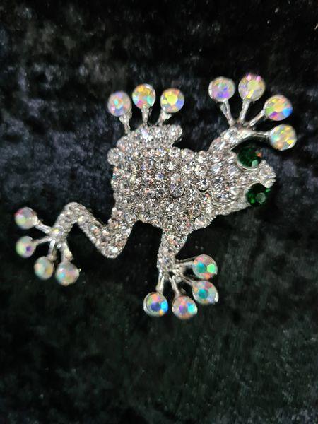 Sparkly frog brooch
