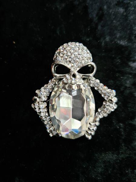 Alien skull brooch