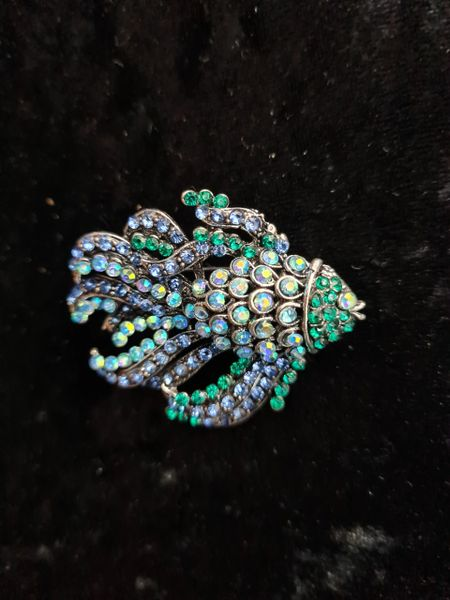 Sparkling crystal reef fish brooch