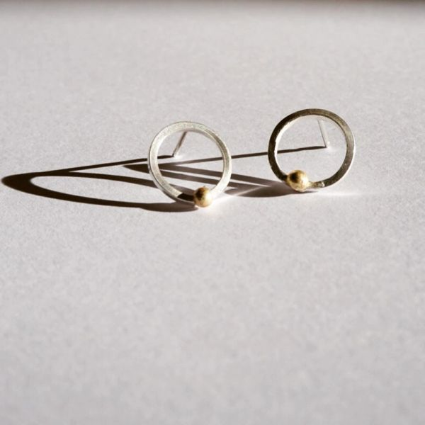 Delicate geometric studs - circular