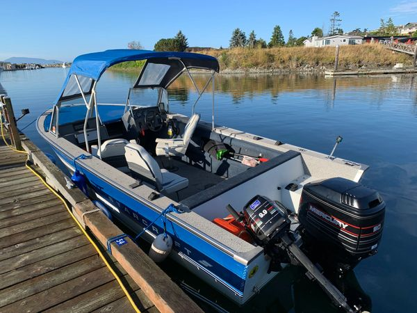 StarCraft 19' Fishing Boat