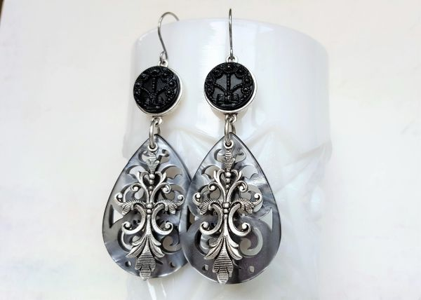 ALEXA - Filigree Lucite Earrings, Grey Pearl