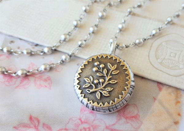 NAN - Antique Button Necklace